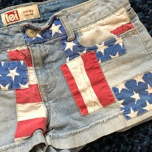 L.E.I. Ashley Low-rise American Flag Shorts